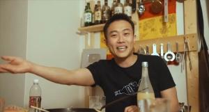 お酒とYotoの物語の年齢は30歳?